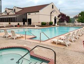 Outdoor Swimming Pool of The Hotel Branson