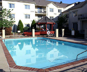 Outdoor Swimming Pool of Club Hotel Nashville Inn & Suites