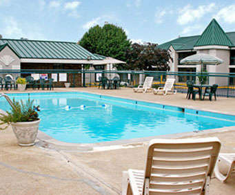 Outdoor Pool at Best Western Music City Inn