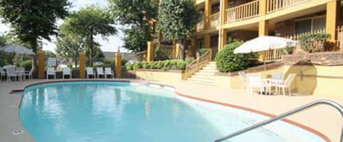 Outdoor Pool at Nashville Airport Inn & Suites Opryland