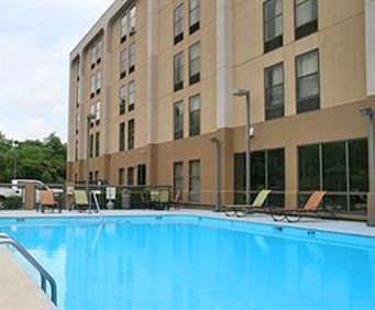 Outdoor Swimming Pool of Hampton Inn Bellevue / Nashville-I-40 West