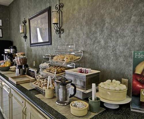 Quality Inn Gulfport Dining