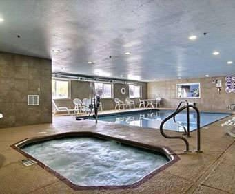 Outdoor Swimming Pool of Comfort Suites Albuquerque
