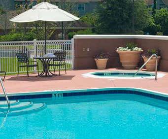 Outdoor Swimming Pool of Hilton Garden Inn Savannah Midtown