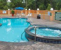 La Quinta Inn & Suites Savannah Airport-Pooler Hot Tub Photo