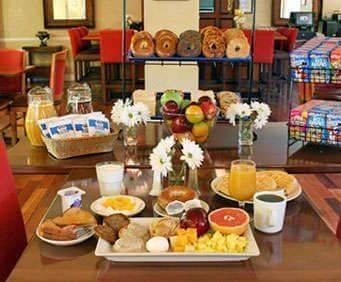 Comfort Inn & Suites Savannah Airport Dining