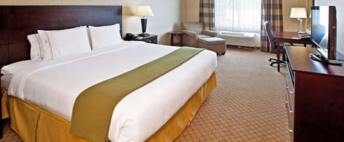 Photo of Holiday Inn Express Hotel & Suites Goshen Room