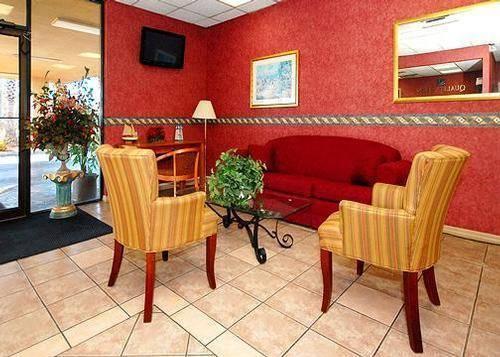 Lobby of Quality Inn Elkton