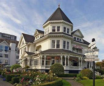 Exterior of Gatsby Mansion Inn