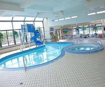 Howard Johnson Hotel - Victoria City Centre Indoor Swimming Pool