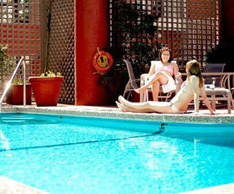 Outdoor Swimming Pool of Quality Hotel Vancouver - Inn at False Creek