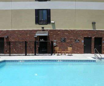 Outdoor Swimming Pool of Best Western Glen Allen Inn