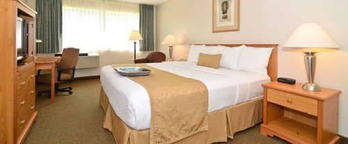 Best Western Baraboo Inn Room Photos