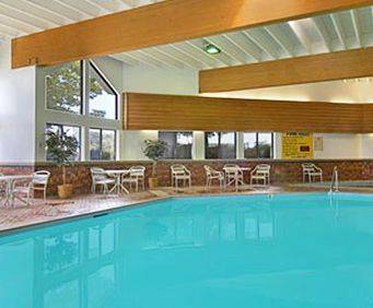 Super 8 Wisconsin Dells Indoor Swimming Pool