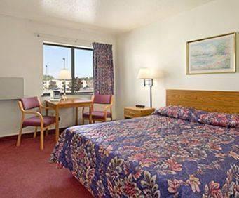 Room Photo for Super 8 Wisconsin Dells