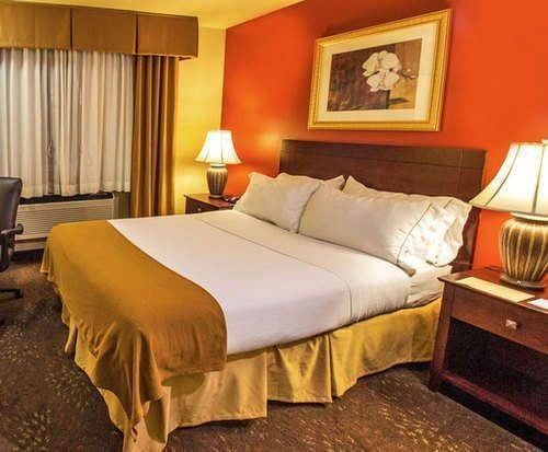 Photo of Holiday Inn Express Wisconsin Dells Room