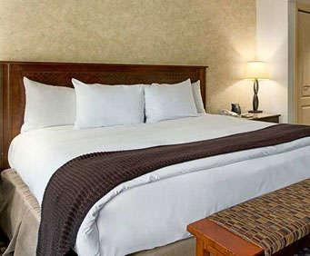 Pointe Hilton Tapatio Cliffs Resort Room Photos