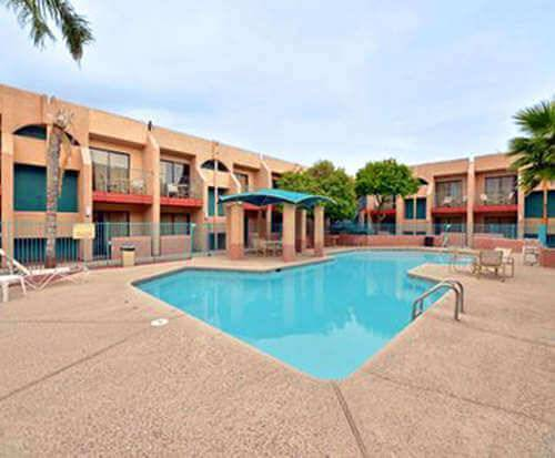 Outdoor Swimming Pool of Quality Inn & Suites Tucson