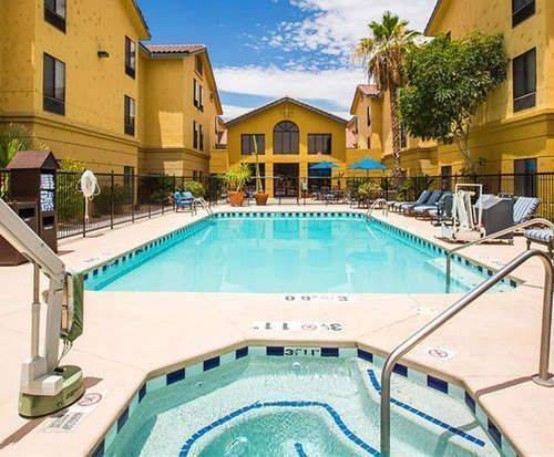 Outdoor Swimming Pool of Hampton Inn Suites Tucson Mall