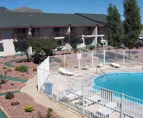 Outdoor Swimming Pool of Rodeway Inn & Suites Flagstaff