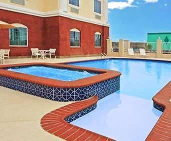 Comfort Suites Galveston Hot Tub Photo