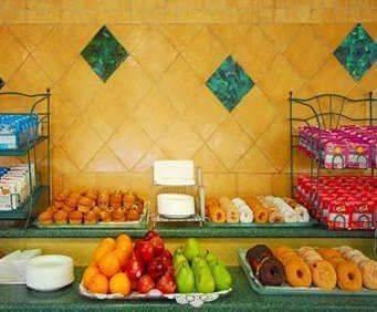 Comfort Suites Galveston Dining