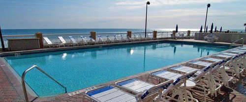 Outdoor Swimming Pool of Hampton Inn Daytona Shores-Oceanfront