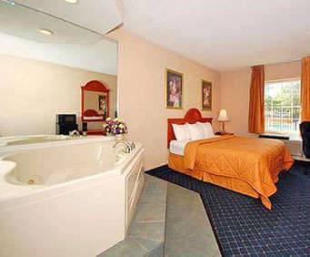 Comfort Inn Westport Jacuzzi Room Photo