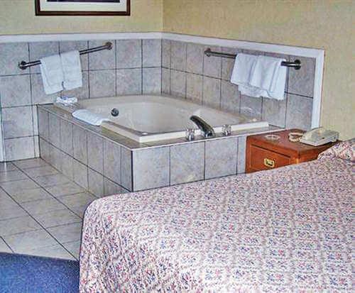 Corktown Inn Jacuzzi Room Photo