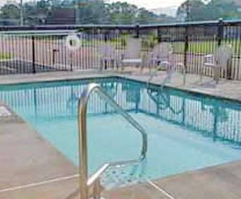 Outdoor Swimming Pool of Econo Lodge Lookout Mountain