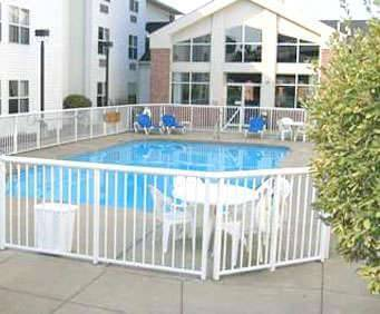 Outdoor Swimming Pool of Hampton Inn & Suites Cleveland/Independence
