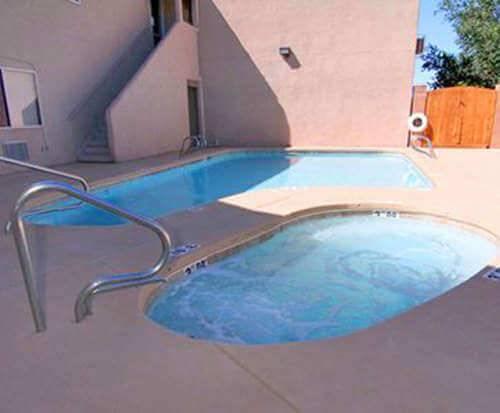 Rodeway Inn & Suites Santa Fe Hot Tub Photo