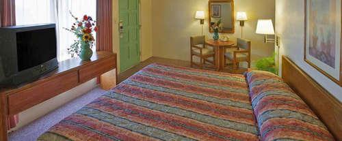 Photo of Americas Best Value Lamplighter Inn Room