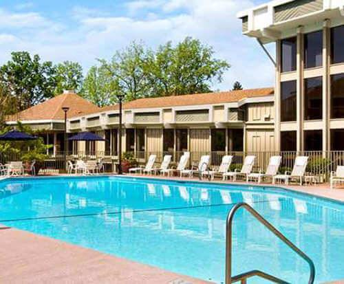 Outdoor Swimming Pool of DoubleTree by Hilton Sacramento