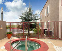 Outdoor Swimming Pool of Best Western Plus Twin View Inn & Suites