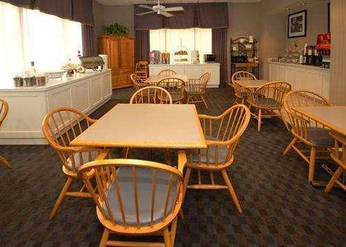 Quality Inn & Suites Vicksburg Dining Photo