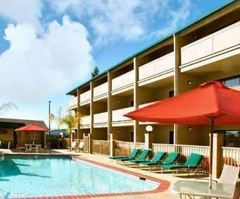 Outdoor Swimming Pool of Best Western Forest Park Inn