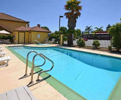 Outdoor Swimming Pool of Quality Inn And Suites Gilroy