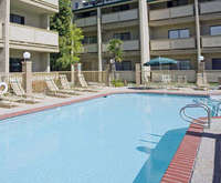 Outdoor Swimming Pool of Best Western Plus Forest Park Inn