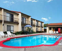 Outdoor Swimming Pool of Quality Inn Morgan Hill