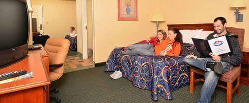 Governor's Inn - Sevierville, TN Room Photos