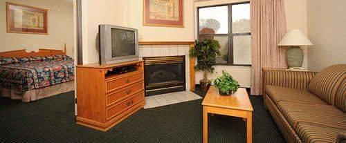 Photo of All Season Suites Pigeon Forge, TN Room