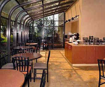 Quality Inn & Suites River Suites - Sevierville, TN Dining