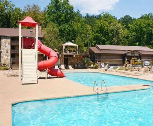 Outdoor Swimming Pool of Brookside Resort