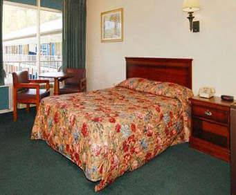 Photo of Rodeway Inn Pigeon Forge Room