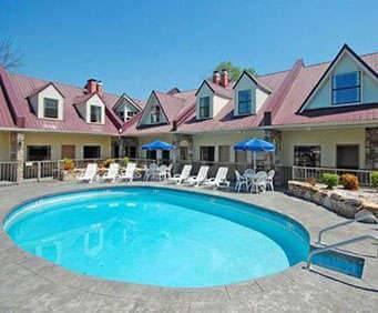 Outdoor Swimming Pool of Econo Lodge Inn & Suites Gatlinburg