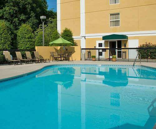 Outdoor Swimming Pool of Hampton Inn & Suites Pigeon Forge On The Parkway