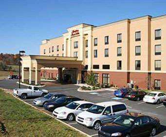 Photo of Hampton Inn & Suites Sevierville @ Stadium Drive Room