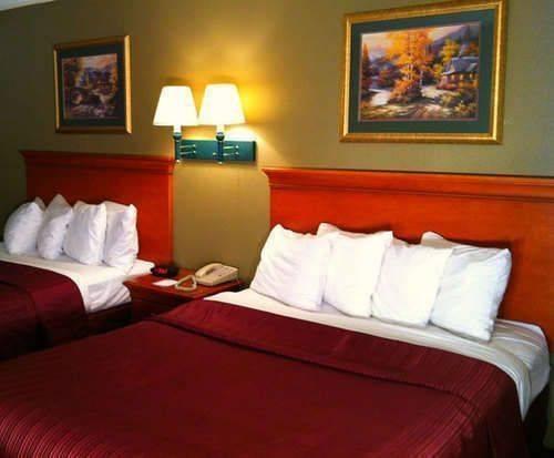 Quality Inn Parkway Room Photos