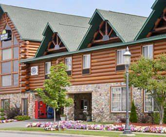 Days Inn & Suites Bridgeview Lodge Mackinaw City Room Photos